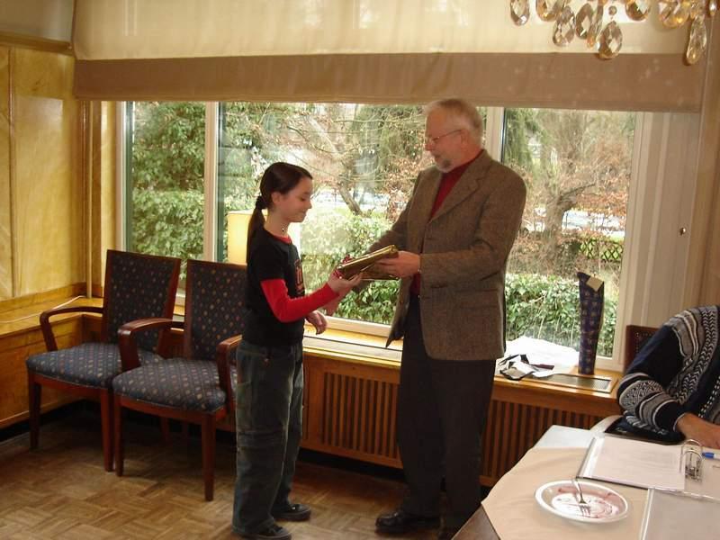 John huldigd Stefanie met haar 12.5 jarig jubileum in Jan 2006